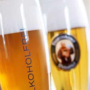 Tap het perfecte biertje in uw eigen bedrukte bierglas van Beers & Brands