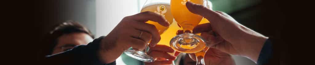 Proost! Met uw bedrukte bierglazen van Beers & Friends
