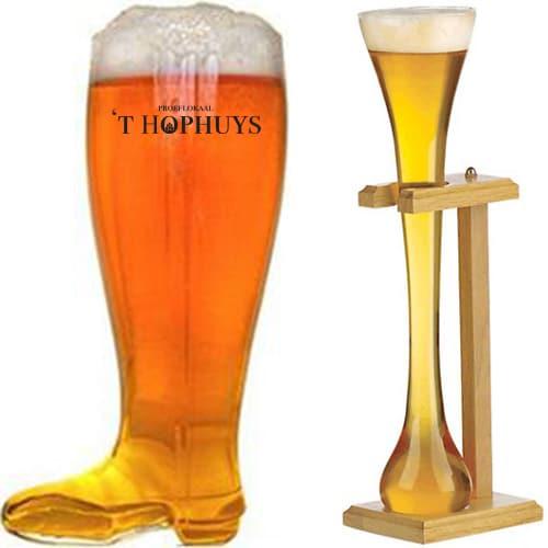 Een bootyard bierglas met bedrukking